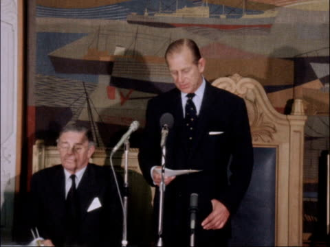 sailing symposium in london b nao remains london prince philip and experts into symposium audience stand prince philip standing to start speech cms... - エジンバラ公爵点の映像素材/bロール