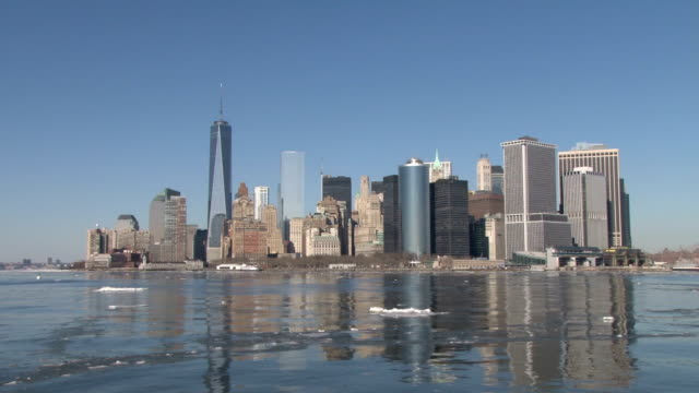 Sailing towards the Lower Manhattan skyline on a partially frozen NY Harbor/Hudson River during an outbreak of record cold temperatures NO
