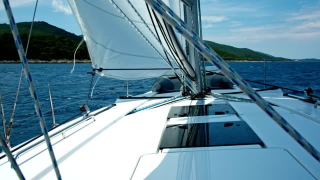 hd: sailing with sailboat - kryssa bildbanksvideor och videomaterial från bakom kulisserna