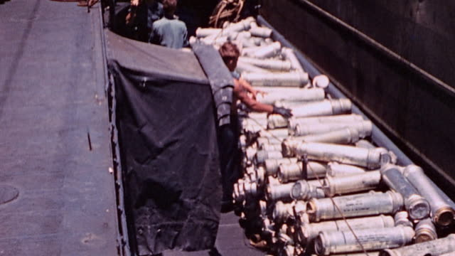 vídeos y material grabado en eventos de stock de sailors aboard lst transferring fiveinch ammunition and powder cans to destroyer alongside / saipan mariana islands - munición
