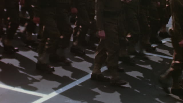 vídeos de stock e filmes b-roll de sailors and civilians watching president roosevelt's funeral procession, feet of soldiers marching in formation, and usmc band marching and playing /... - rasto de movimento
