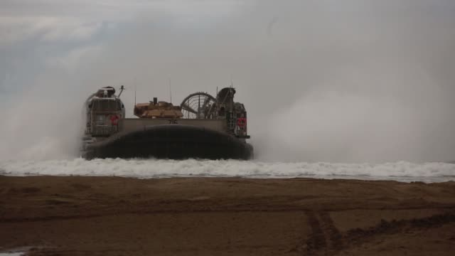us sailors and marines conduct an amphibious breach training marine corps base camp pendleton california january 12 2019 - 水陸両用車点の映像素材/bロール