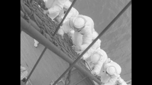 vídeos de stock, filmes e b-roll de sailors climbing up rigging / shot from above of sailors climbing up rigging / ws sailors climbing up rigging / closer shot of sailors climbing up... - marinheiro