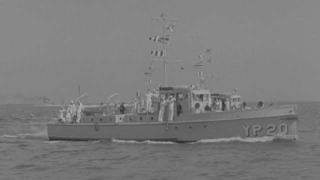 ms pov ts sailors in navy boats moving on ocean - nur männer über 30 stock-videos und b-roll-filmmaterial