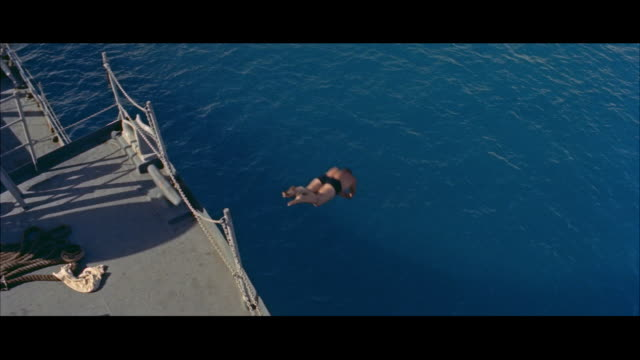 ms sailors swimming in water - nur junge männer stock-videos und b-roll-filmmaterial