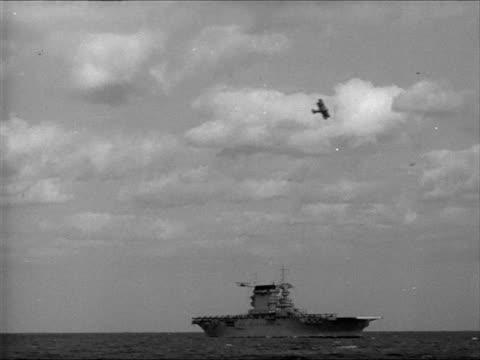 vidéos et rushes de sailors walking on deck of battleship aircraft carriers distant bg ws airplanes in flight near around aircraft carrier ws flight deck of carrier... - 1941