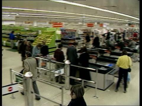 vídeos de stock e filmes b-roll de england london chiswick sainsburys tms shoppers at checkouts pan lr down vegetable aisle with shoppers ms aisle shelves - sainsburys