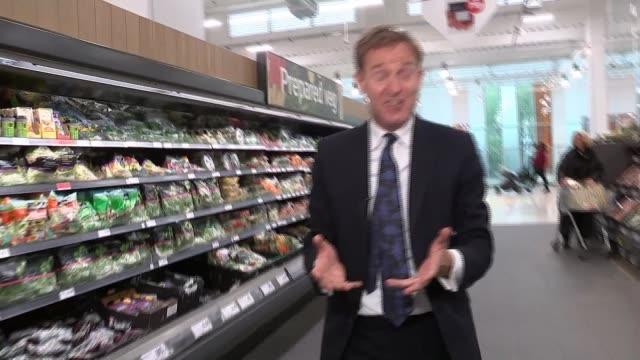 vídeos de stock e filmes b-roll de sainsbury's confirms planned merger with asda nine elms pan wide high angle shot of sainsbury's supermarket shelves reporter to camera 'great prices'... - sainsburys