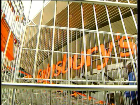 vídeos de stock e filmes b-roll de sainsburys improves figures itn lib london greenwich sainsbury's supermarket entrance tilt down sainsbury's sign above entrance seen thru bars in... - sainsburys