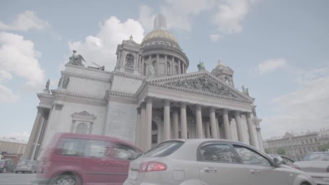 saint isaac's cathedral in saint petersburg - ペディメント点の映像素材/bロール
