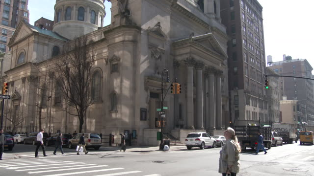 saint jean baptiste catholic church - upper east side, manhattan - cattolicesimo video stock e b–roll