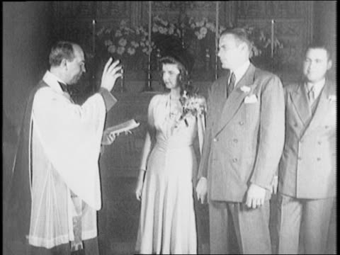 vidéos et rushes de saint john the divine cathedral / priest presides over marriage of football player john kimbrough and barbara golding / new york american football... - prêtre