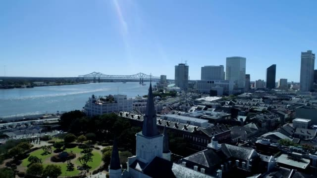 saint louis cathedral in french quarter of new orleans louisiana - new orleans stock-videos und b-roll-filmmaterial