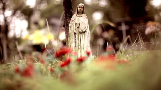 Saint Mary stone-statue in der Friedhof