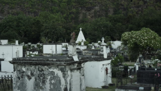 saint paul marine cemetery, reunion island - saint paul stock-videos und b-roll-filmmaterial