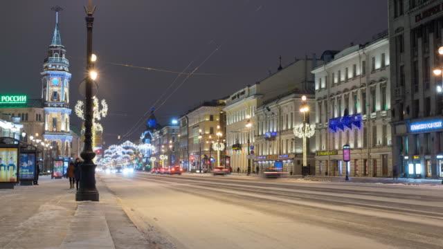 vídeos y material grabado en eventos de stock de timelapse de la nevsky prospekt de san petersburgo en temprano en la mañana - san petersburgo rusia