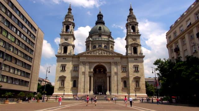 stockvideo's en b-roll-footage met saint stephen,s basilica - budapest, hungary - basiliek