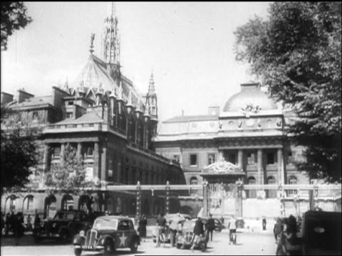 vidéos et rushes de sainte chapelle + palais de justice in paris / wwii crimes trials / newsreel - 1945