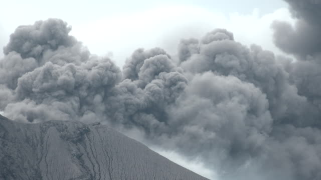 sakurajima volcano in japan erupts large cloud of volcanic ash from summit crater - eruzione video stock e b–roll