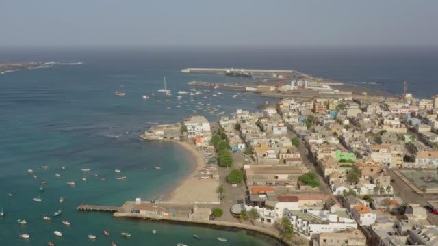 vídeos de stock e filmes b-roll de sal rei, cape verde boa vista, aerial shot - island