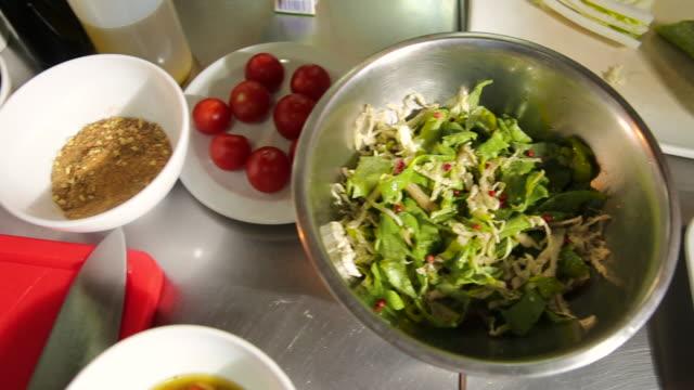 vidéos et rushes de préparation salade - salade verte