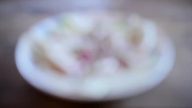 salad - einzelne frau über 40 stock-videos und b-roll-filmmaterial