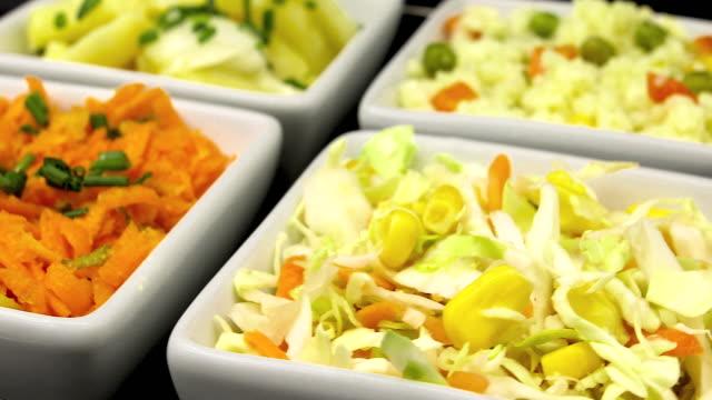 stockvideo's en b-roll-footage met salades in kommen - vier dingen