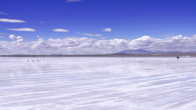 salar de uyuni, bolivia - latin america - ウユニ塩湖点の映像素材/bロール