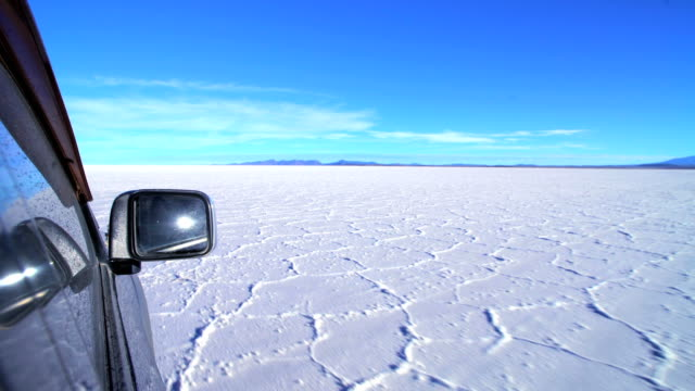 salar de uyuni desert travelling by 4x4 bolivia - salt flat stock videos & royalty-free footage