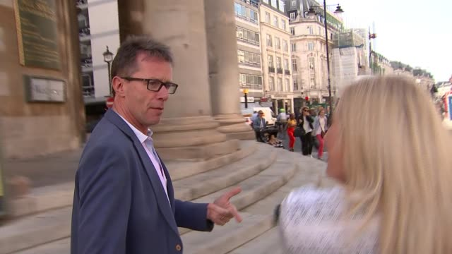 stockvideo's en b-roll-footage met salary report shows on talent salaries have increased; england: london: marylebone: ext vanessa feltz along nicky campbell interview as along sot... - vanessa feltz