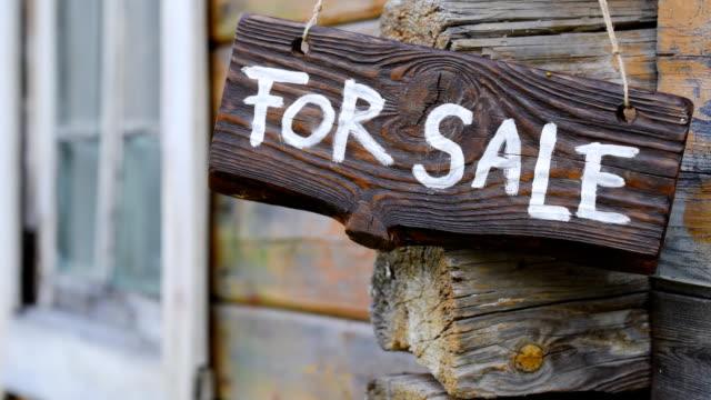 販売木製サイン - 不動産の看板点の映像素材/bロール