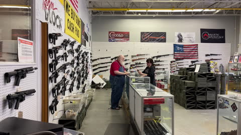 salesman and a female customer at a gun store in orem, utah, u.s. on thursday, march 25, 2021 . sales and orders of ar-15s and other guns have... - 銃器店点の映像素材/bロール