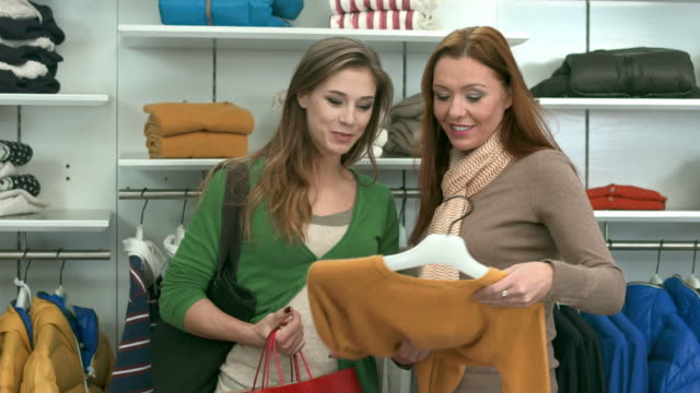 HD: Saleswoman Assisting Customer In Boutique