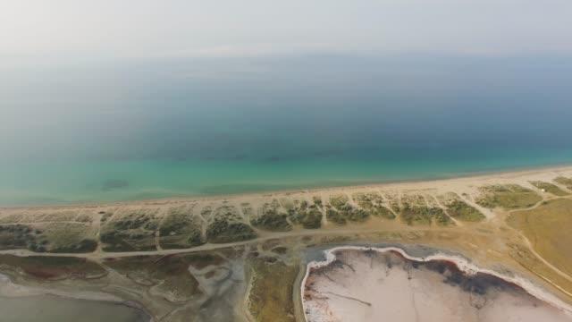 海や塩湖の間空中: 生理食塩水の土地します。 - 逆水点の映像素材/bロール