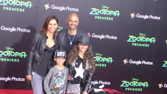 vidéos et rushes de salli richardson dondre whitfield at the zootopia premiere at el capitan theatre in hollywood at celebrity sightings in los angeles on february 17... - cinéma el capitan