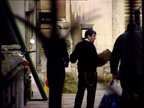 vídeos de stock, filmes e b-roll de london sally clark led away handcuffed to prison guard ms martin bell along pan - algema