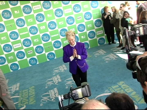 sally kirkland at the 20th annual independent spirit awards arrivals and interviews at santa monica in santa monica california on february 26 2005 - sally kirkland stock videos & royalty-free footage