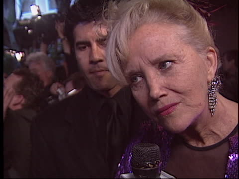 stockvideo's en b-roll-footage met sally kirkland at the night of 100 stars oscar party 2005 at beverly hills hotel. - oscar party