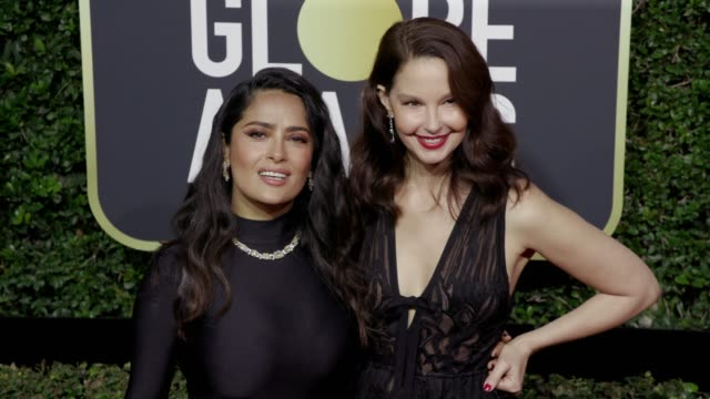 vídeos de stock, filmes e b-roll de salma hayek and ashley judd at the 75th annual golden globe awards at the beverly hilton hotel on january 07 2018 in beverly hills california - salma hayek