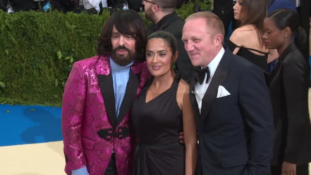 vídeos de stock, filmes e b-roll de salma hayek and francoishenri pinault at rei kawakubo/comme des garcons art of the inbetween costume institute gala arrivals at the metropolitan... - salma hayek