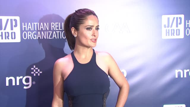vídeos de stock, filmes e b-roll de salma hayek at 4th annual sean penn friends help haiti home gala benefiting j/p haitian relief organization in los angeles ca - salma hayek