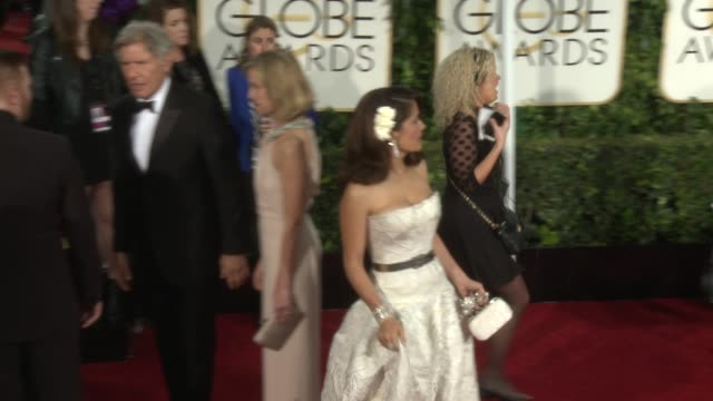 stockvideo's en b-roll-footage met salma hayek at 72nd annual golden globe awards arrivals at the beverly hilton hotel on january 11 2015 in beverly hills california - salma hayek