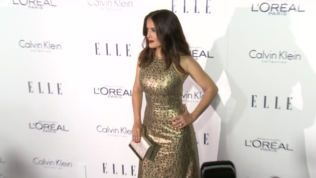 salma hayek at the 2015 elle women in hollywood awards at four seasons hotel los angeles at beverly hills on october 19, 2015 in los angeles,... - フォーシーズンズホテル点の映像素材/bロール