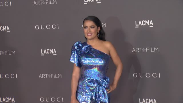 vídeos de stock, filmes e b-roll de salma hayek at the 2017 lacma art film gala honoring mark bradford and george lucas and presented by gucci at lacma on november 4 2017 in los angeles... - salma hayek