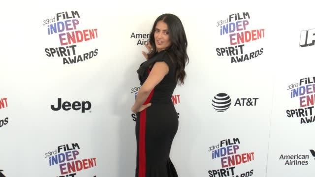 vídeos de stock, filmes e b-roll de salma hayek at the 2018 film independent spirit awards on march 03 2018 in santa monica california - salma hayek