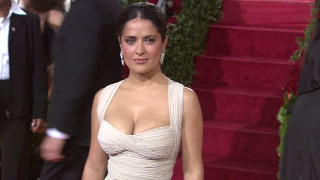 vídeos y material grabado en eventos de stock de salma hayek at the 66th annual golden globe awards arrivals part 5 at los angeles ca - 2009