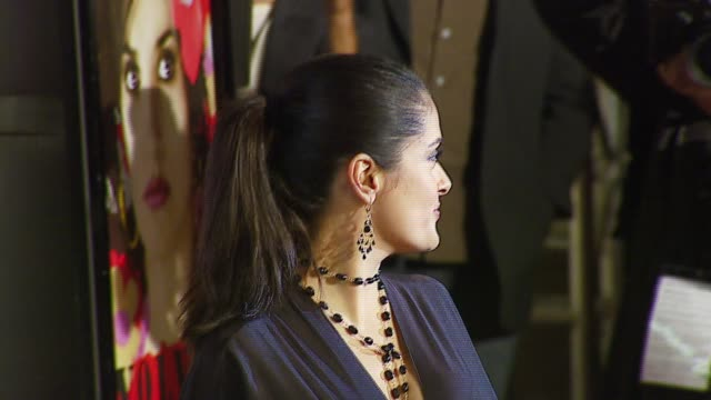 stockvideo's en b-roll-footage met salma hayek at the afi fest 2006 'volver' premiere at the cinerama dome at arclight cinemas in hollywood california on november 3 2006 - salma hayek