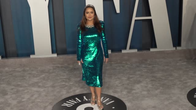 salma hayek at vanity fair oscar party at wallis annenberg center for the performing arts on february 09 2020 in beverly hills california - vanity fair oscarparty stock-videos und b-roll-filmmaterial