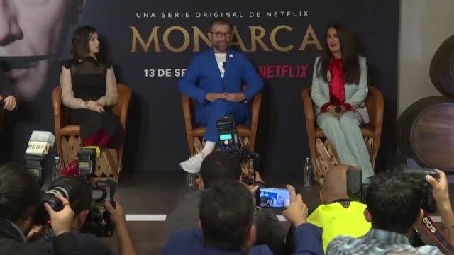 salma hayek retrata un mexico moderno sofisticado politico corporativo y de mujeres empoderadas en monarca la serie que produjo para la famosa... - moderno stock videos & royalty-free footage