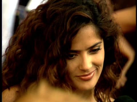 vídeos de stock, filmes e b-roll de salma hayek speaks to a crowd of reporters on the red carpet.\\n\\n - salma hayek